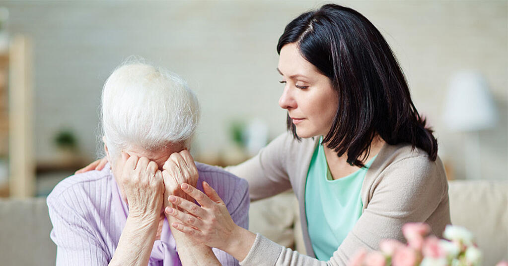 examples_of_aggressive_disruptive_behavior_in_seniors_with_dementia_how_to_understand_cope_with_them_how_home_care_can_help3.jpg