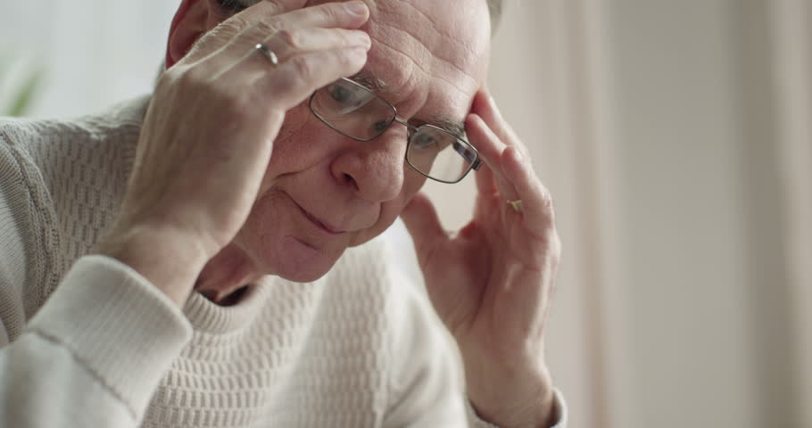 understanding_recognizing_psychological_symptoms_of_parkinsons_disease_delusions_hallucinations_how_ezra_home_care_can_help.jpg